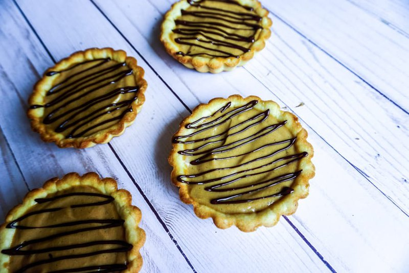 Dalgona coffee tartlets